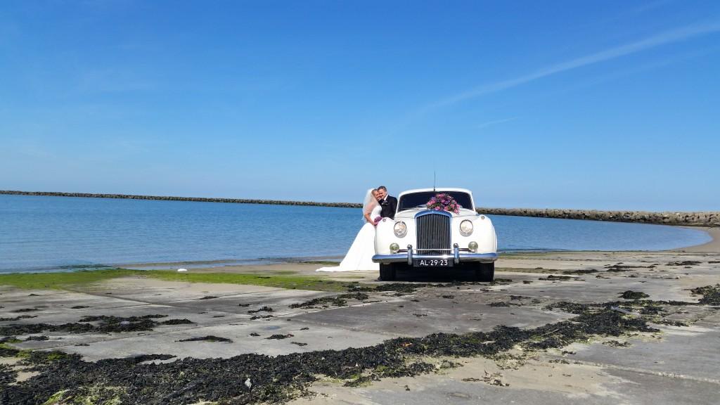 Bentley bij de Noordzee