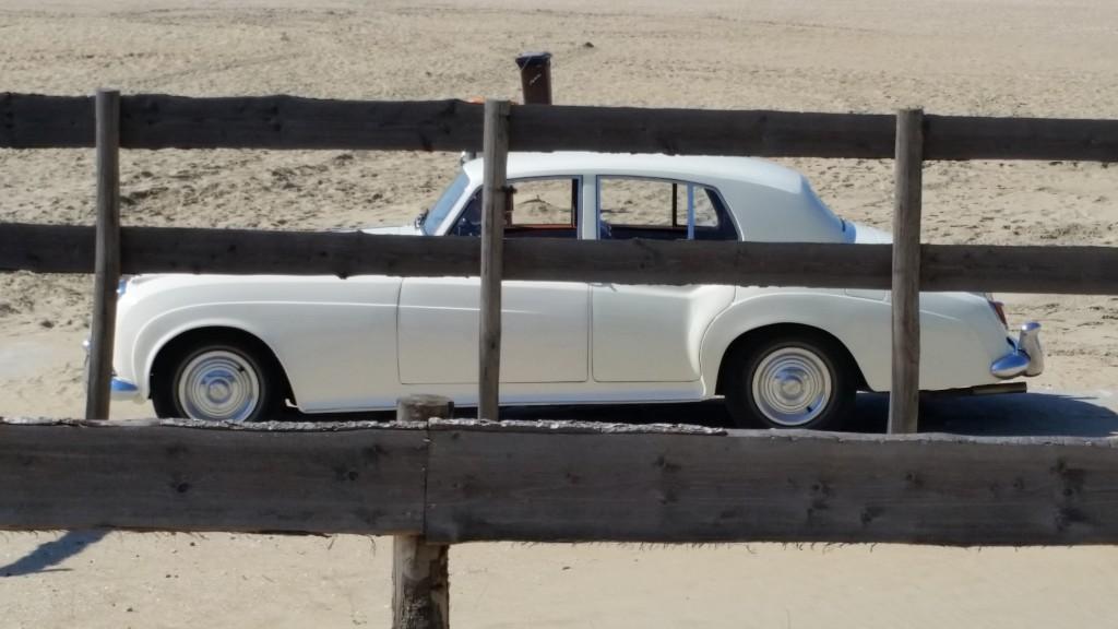 Bentley op het strand