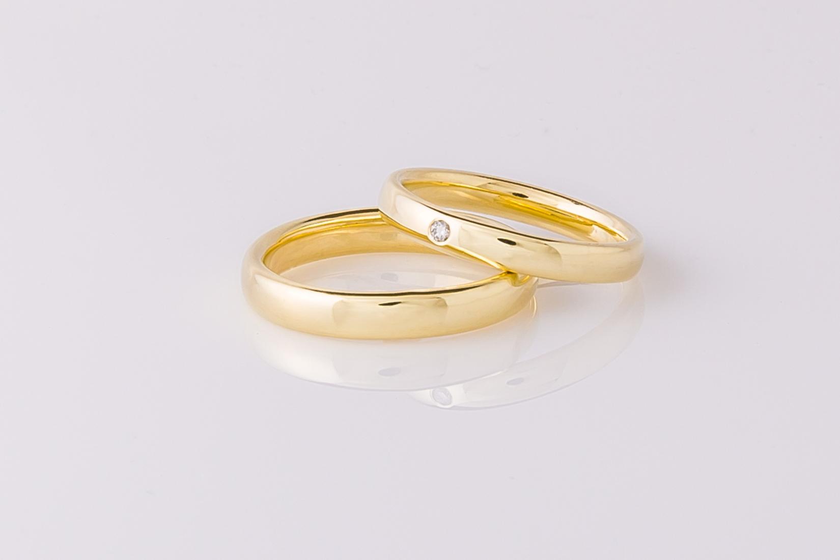 goudmerk-ring-trouwen-geel-goud-hoogglans-edelsteen-briljant