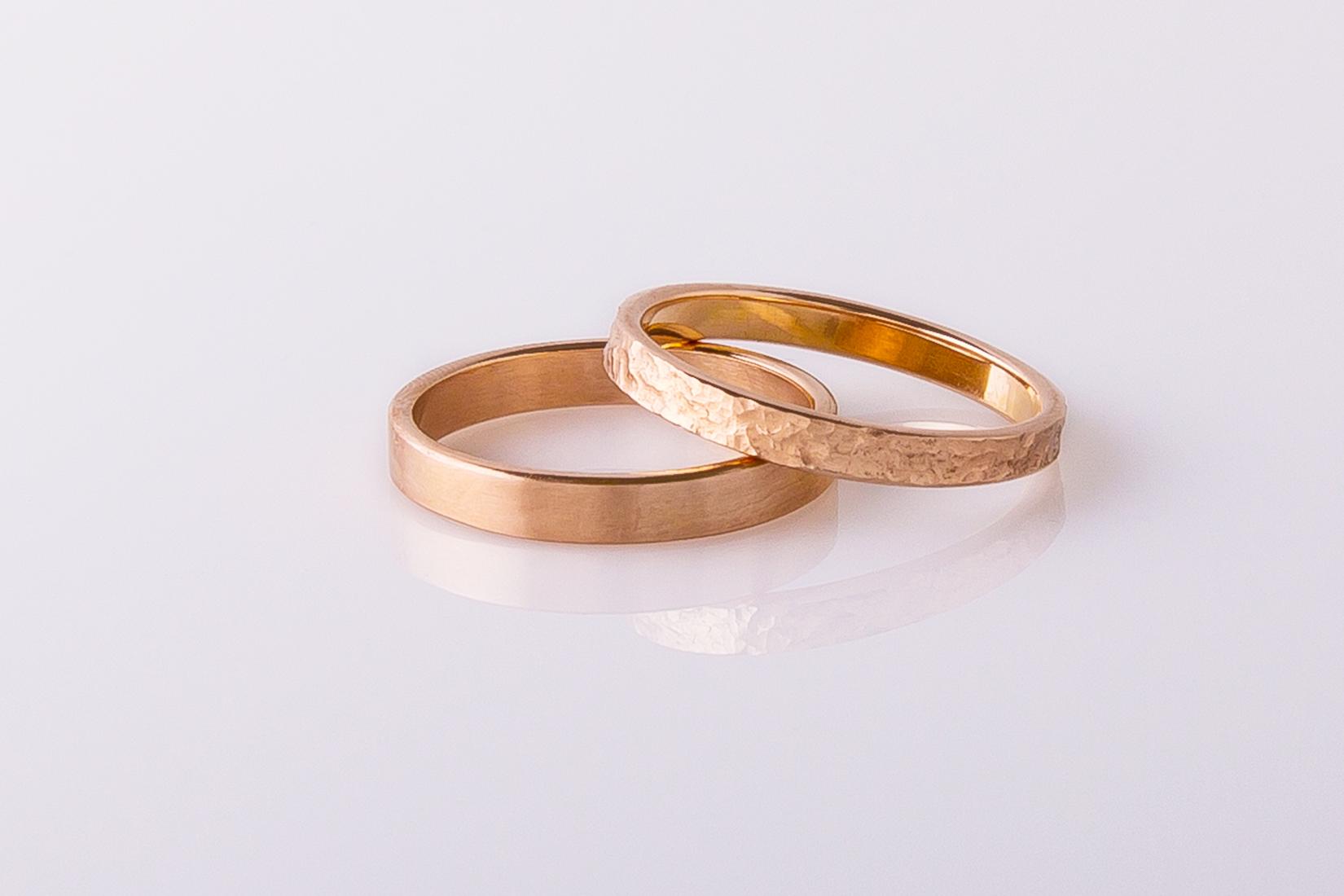 goudmerk-ring-trouwen-rood-goud-gematteerd-grillig-bewerkt
