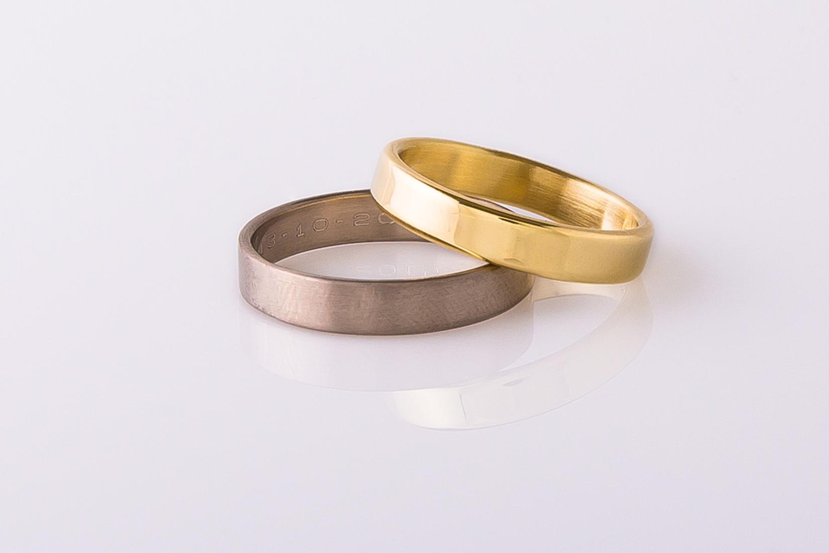 goudmerk-ring-trouwen-wit-geel-goud-hoogglans-gegraveerd