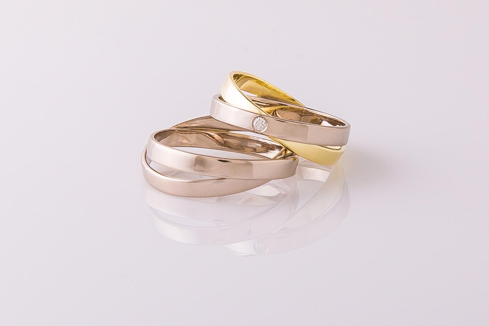goudmerk-ring-trouwen-wit-geel-goud-hoogglans-kruislings-briljant