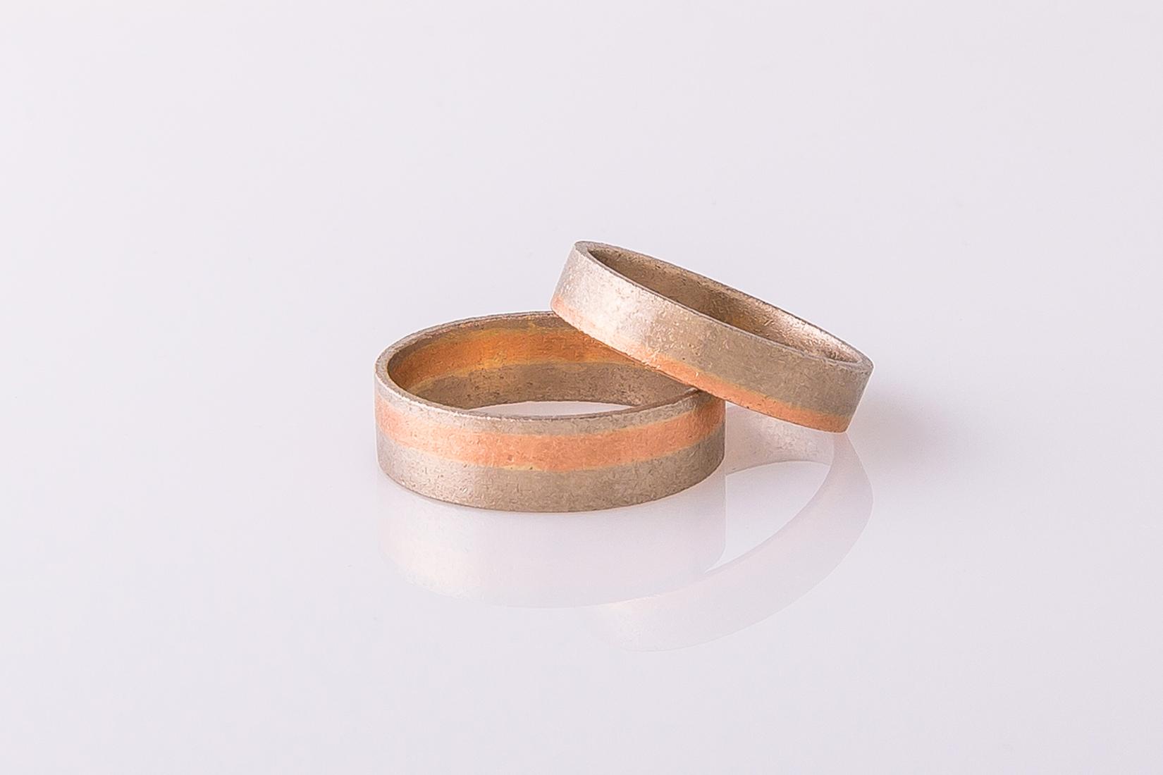 goudmerk-ring-trouwen-wit-rood-goud-band-mat-geborsteld