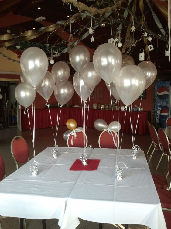 Tafeldecoratie helium ballonnen zilver wit aan gewichtje