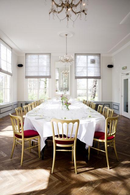 Ovale tafel voor max. 30 gasten
