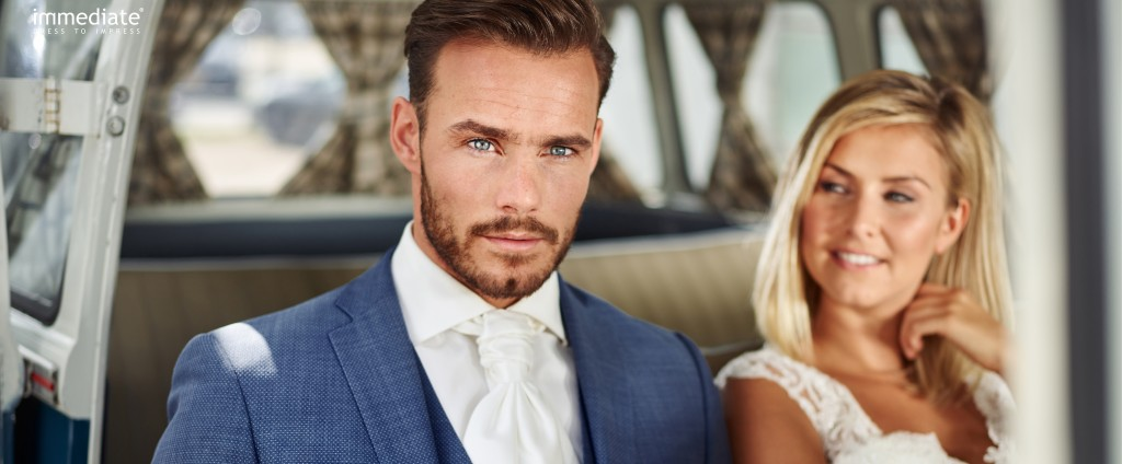 Blauw trouwpak bij Black tie