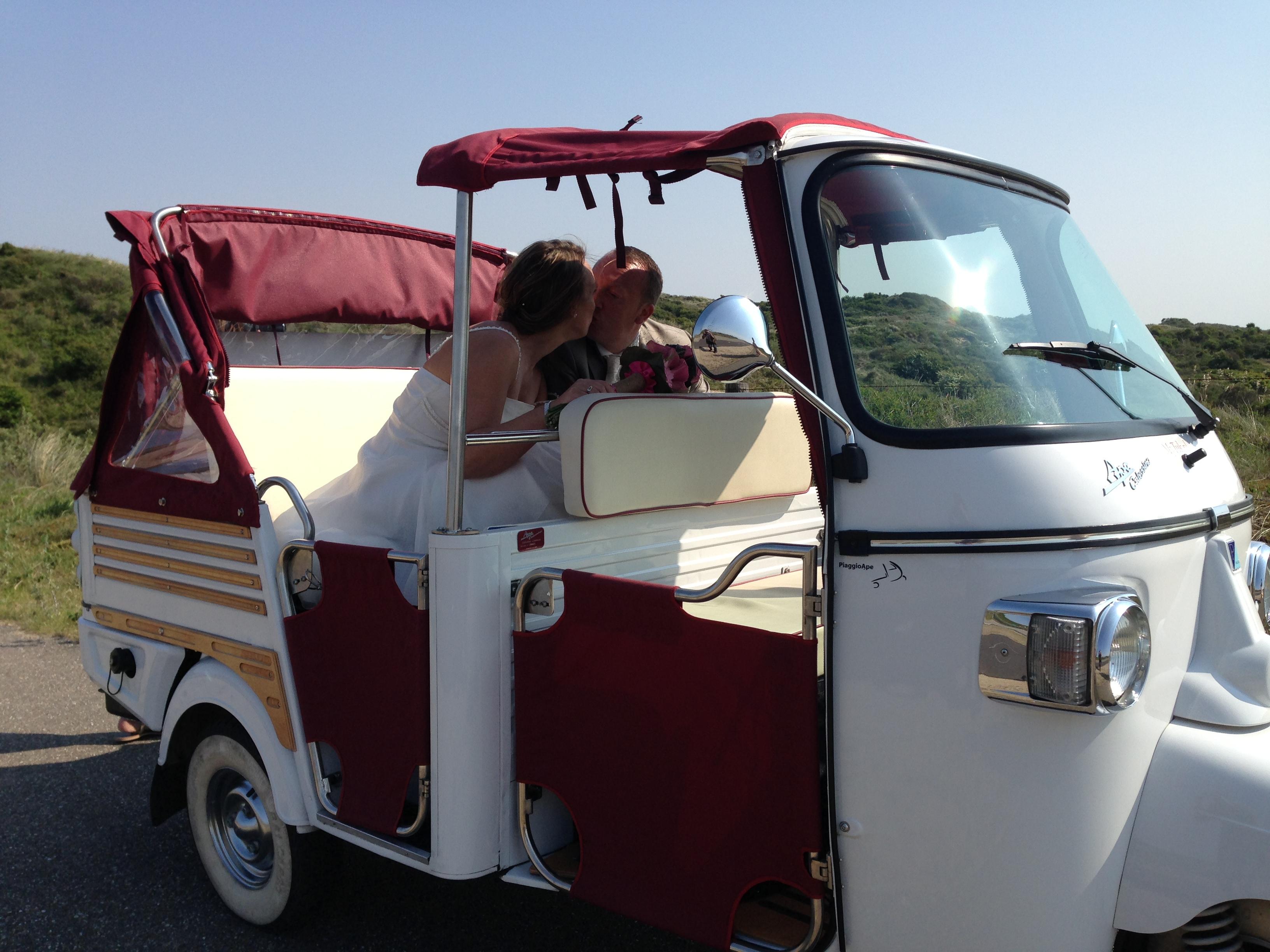 Tuktuk cabriolet als trouwvervoer van mytuk.nl