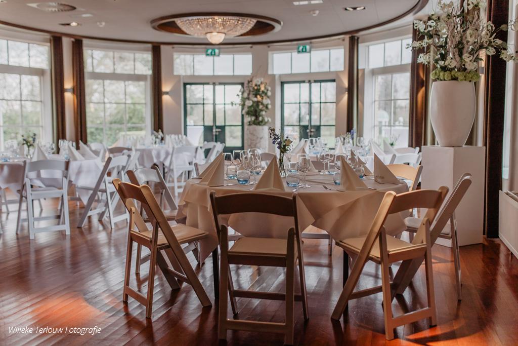 Diner in de Rosariumzaal, ronde tafels
