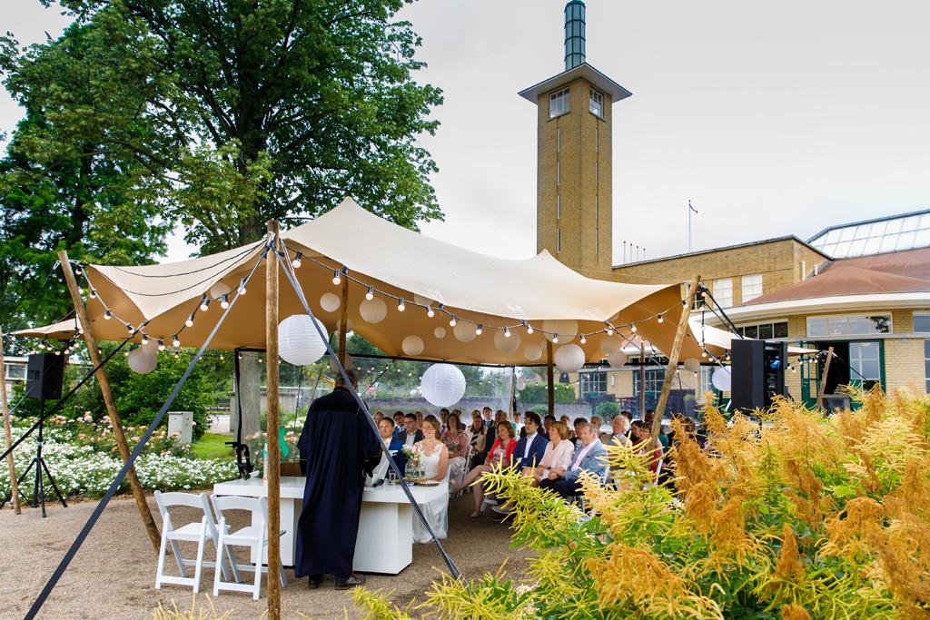 Huwelijksceremonie stretchtent