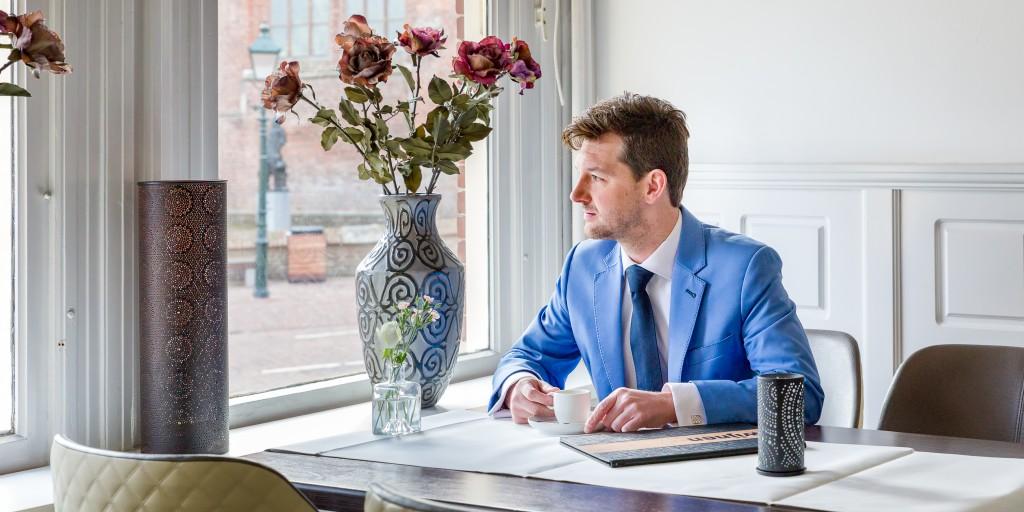 Bart Sanders Maatpakken TROUWPAK lichtblauw met donkerblauwe stiksels