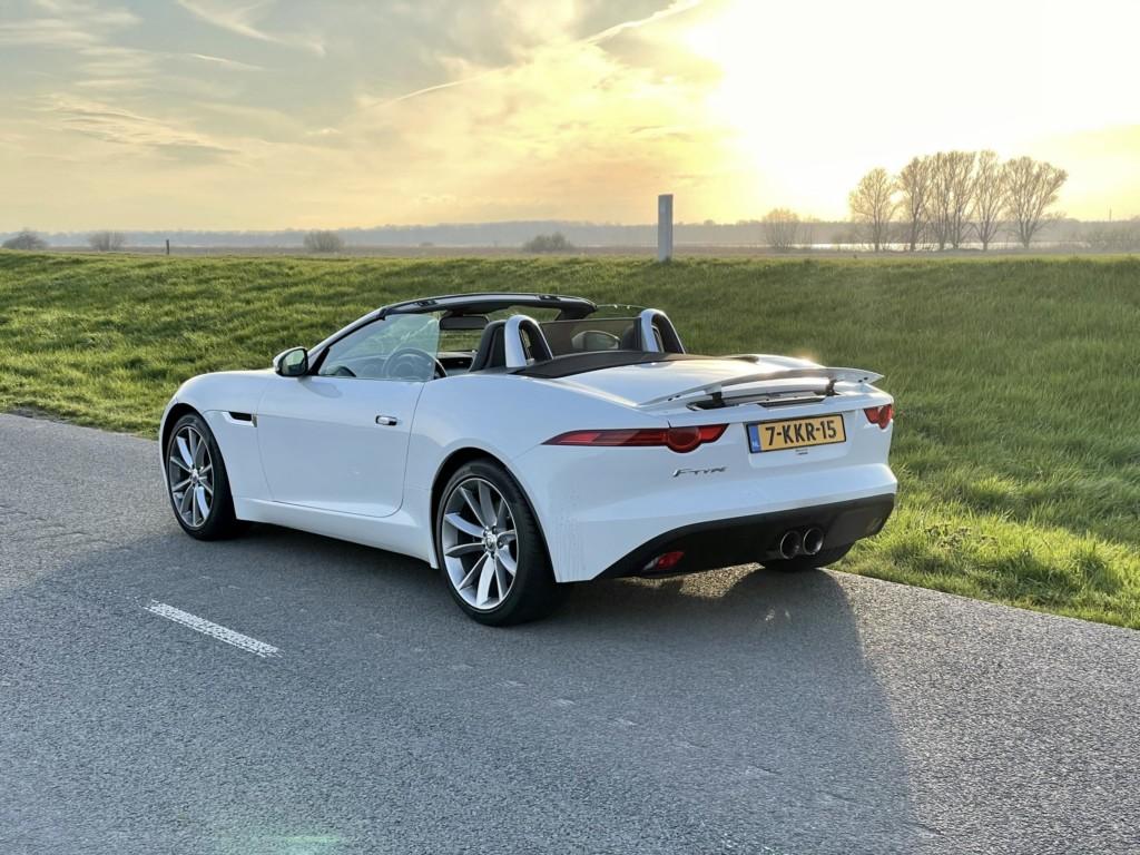 Jaguar F-Type als trouwauto