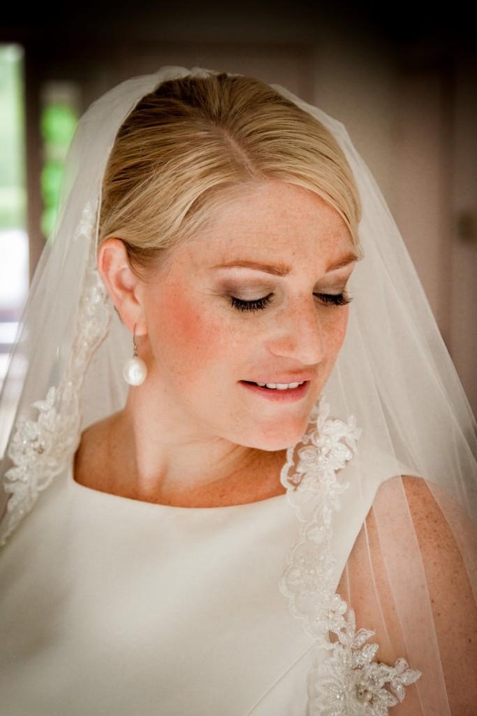 bruidsvisagie en bruidskapsel foto Sarah Duif