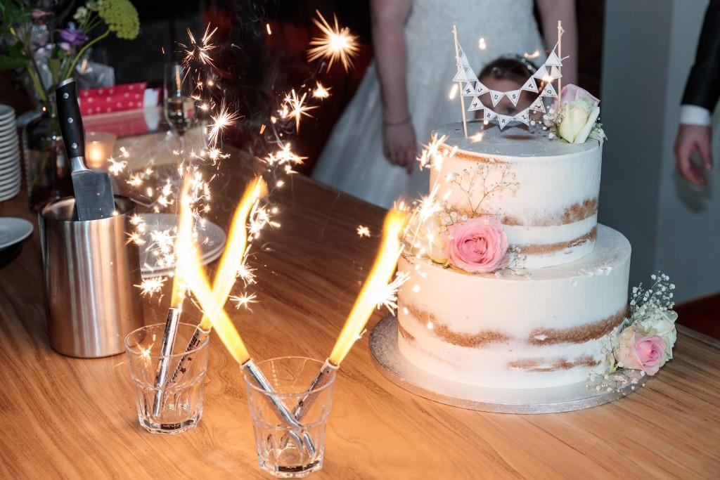 Bruidstaart met vuurwerk