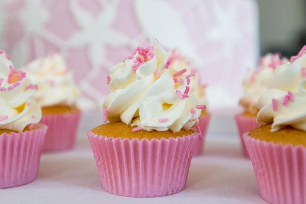 Heerlijke cupcakes in combinatie met een aansnijtaart of los bij de bruidstaart
