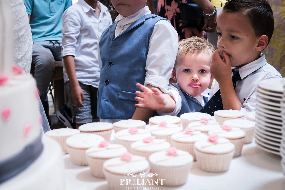 Briljant Bruidsfotografie kind met taart