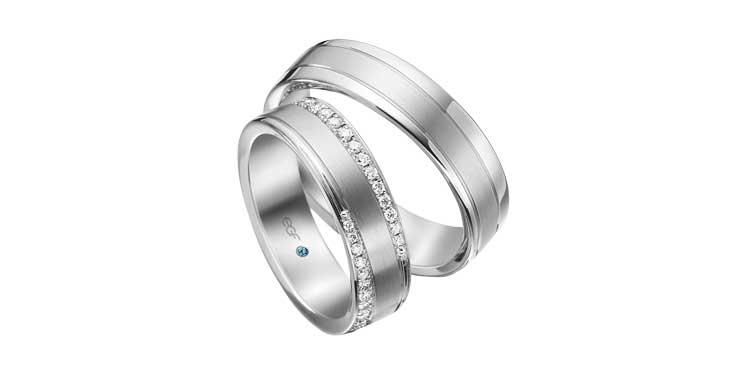 Platina trouwringen met twee banen diamant