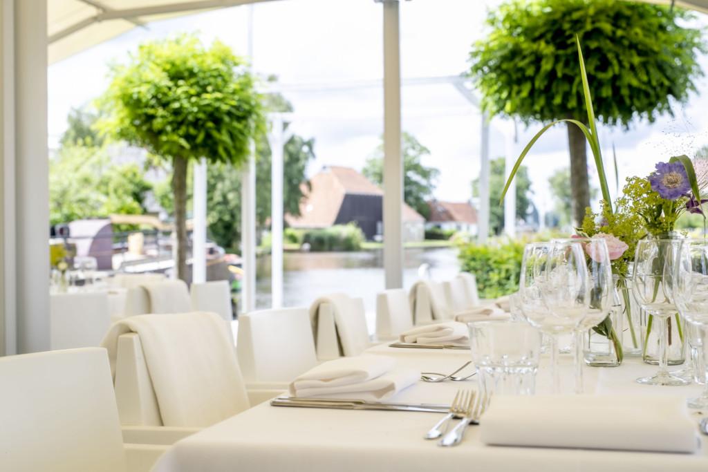 Dineren op de puntsteiger bij het bijbehorende trouwhotel 't Schippershuis