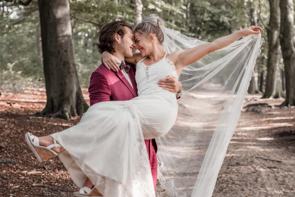 trouwreportage in het bos