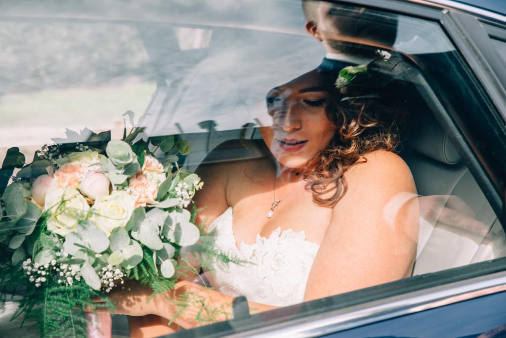 de bruid achter glas