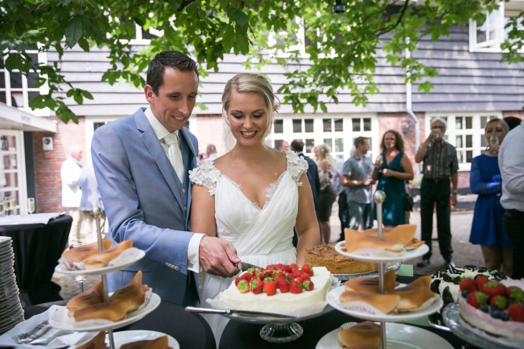 Huize Koningsbosch Aansnijden bruidstaart