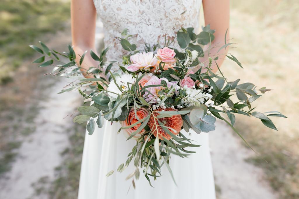 Bruidsboeket grijstinten pastel Foto;@madelontijdink