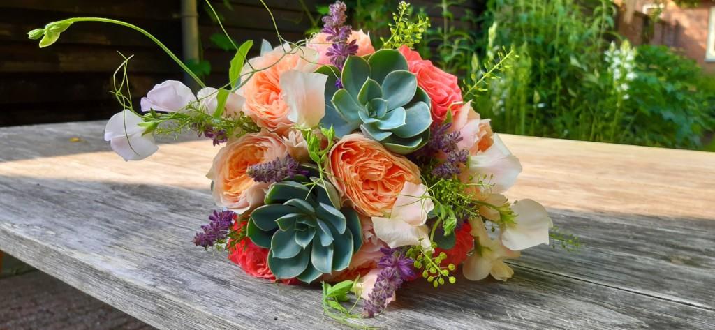 Bruidsboeket grijs oranje vetplantje