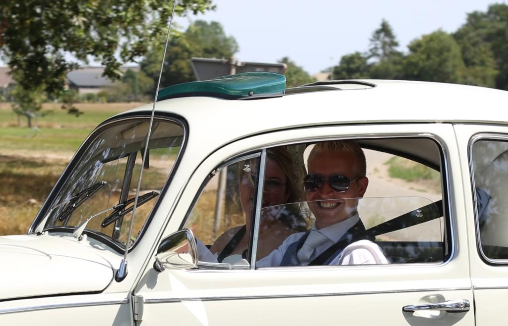 7 . Vintagecarswapenveld VW Volkswagen Kever 1968 wit roomwit trouwauto klassieker youngtimer oldtimer huur schuifdak