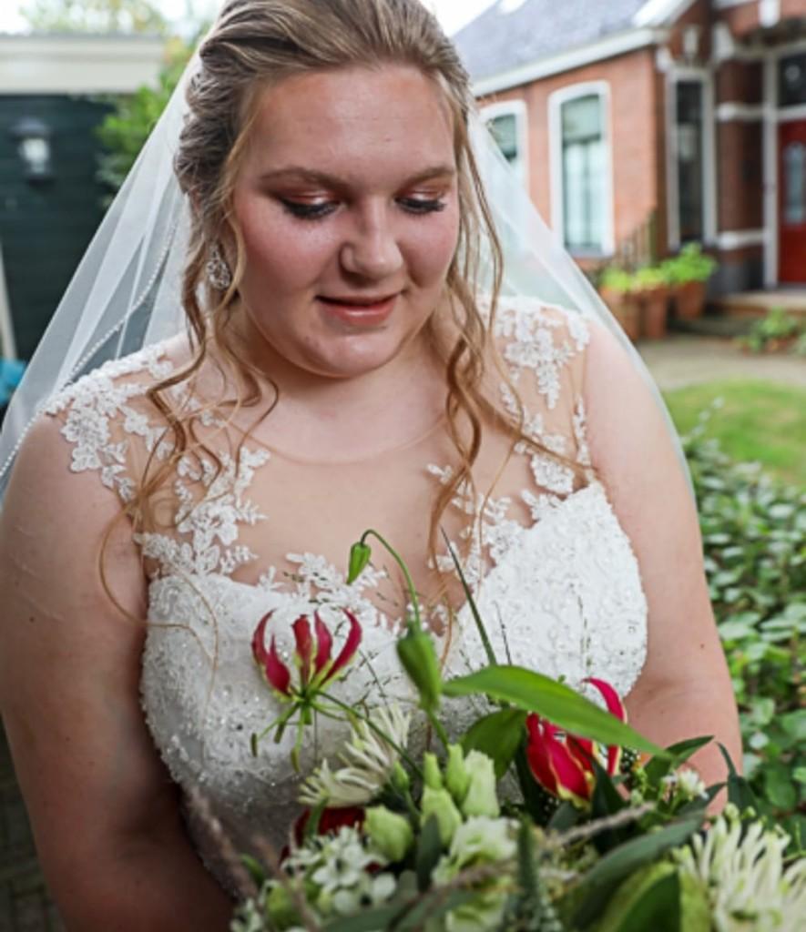 Bruids make up bij stralende bruid