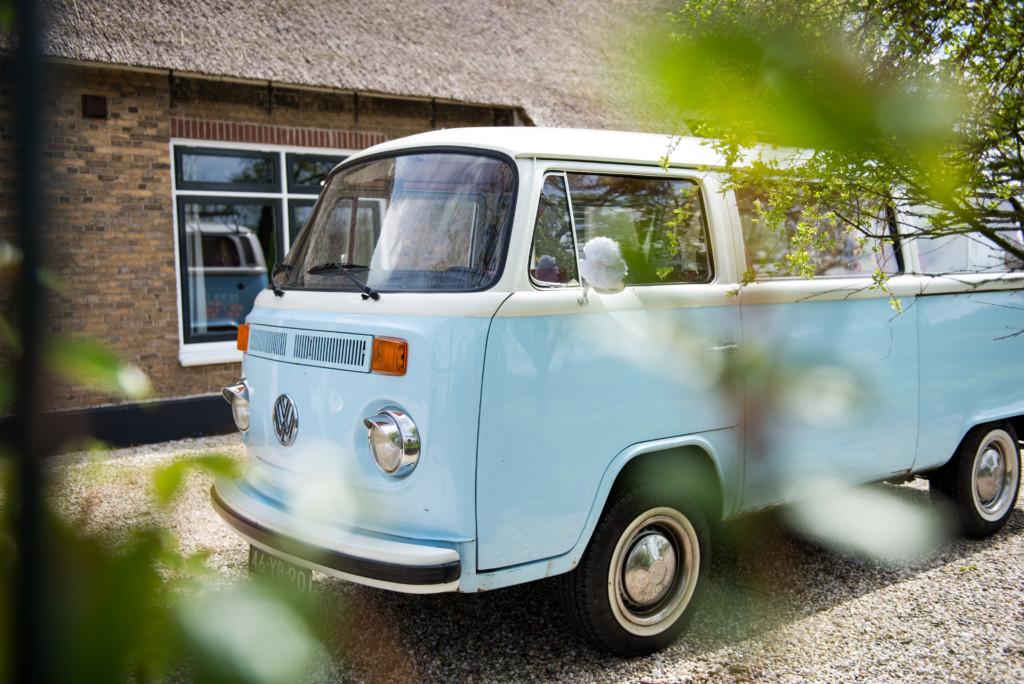 Volkswagenbusje T2 Blue Ocean als trouwvervoer